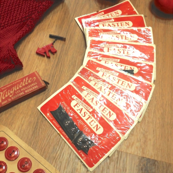 Monochrome vintage rouge 21