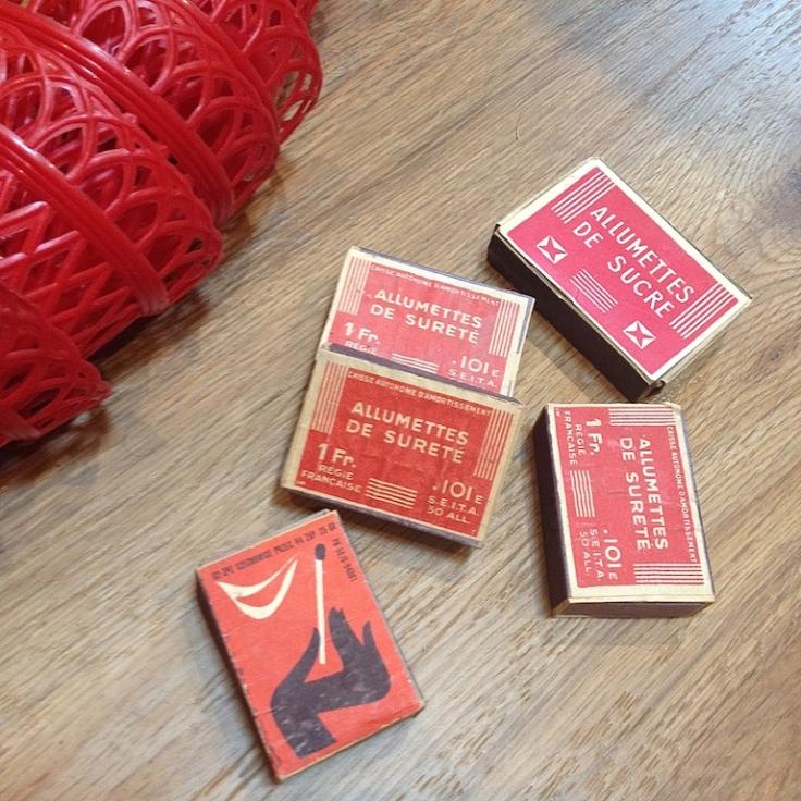 Monochrome vintage rouge 8
