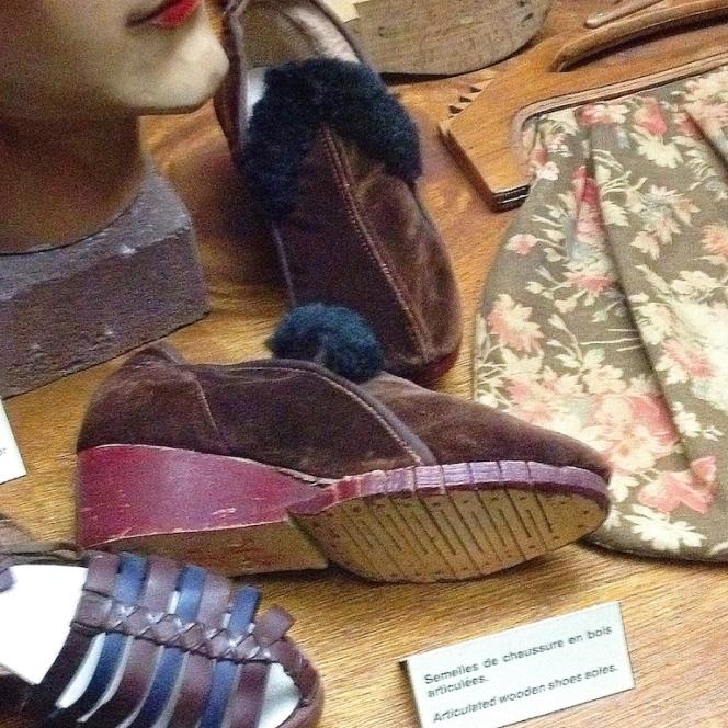 Musée 39-45 d'Ambleuteuse - Vitrine restriction textile femme 1940 14