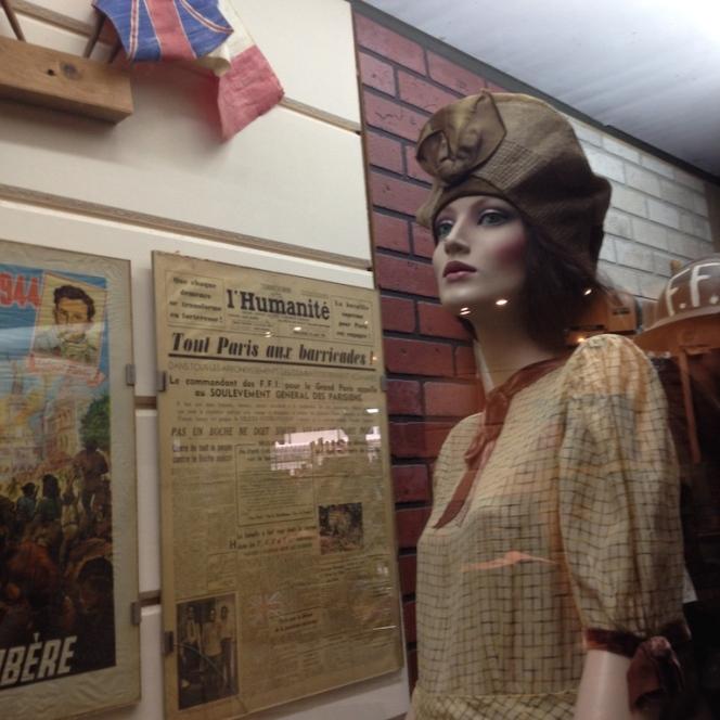Musée 39-45 d'Ambleuteuse - Vitrine restriction textile femme 1940 2