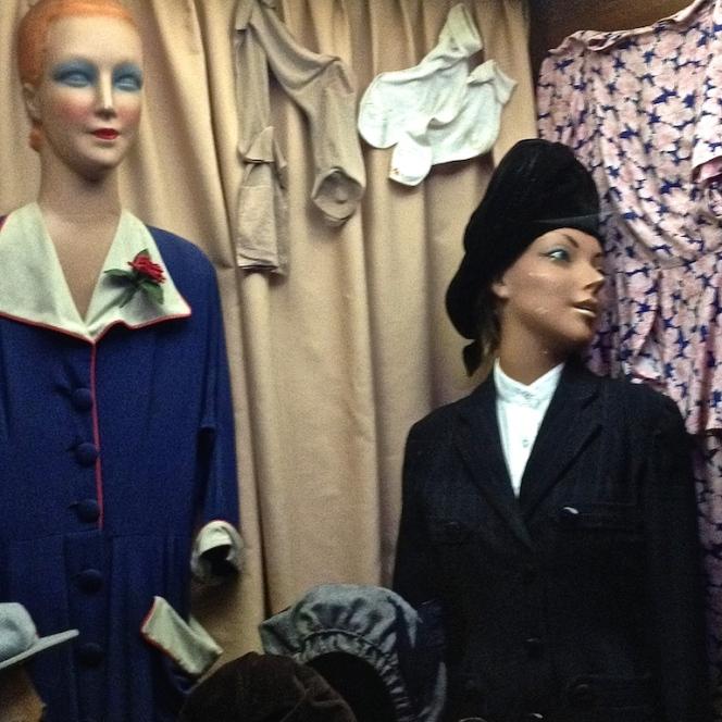 Musée 39-45 d'Ambleuteuse - Vitrine restriction textile femme 1940 7