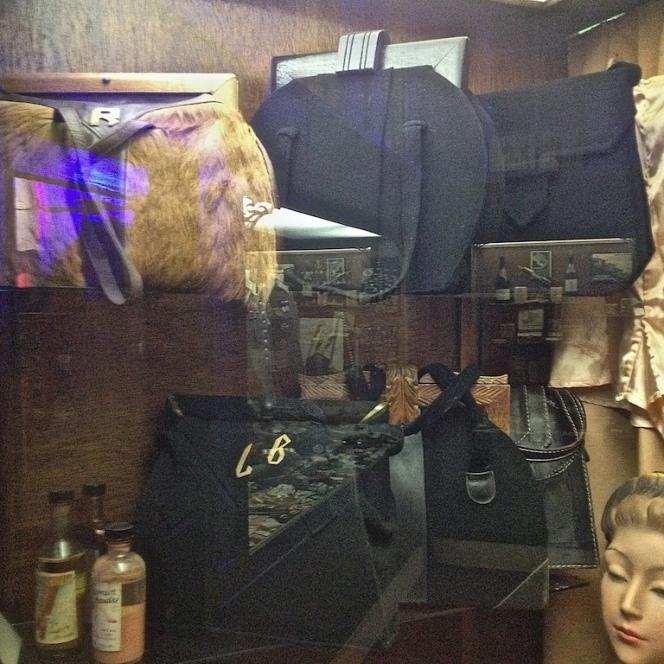 Musée 39-45 d'Ambleuteuse - Vitrine restriction textile femme 1940 8