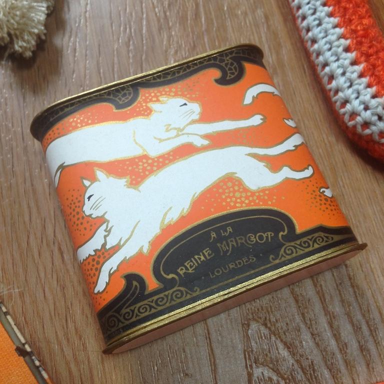Monochrome vintage orange 10